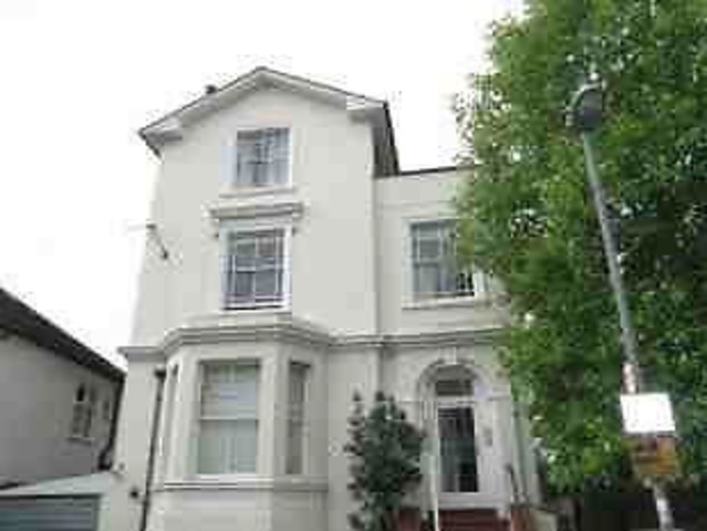 newly refurbished 2 bed flat